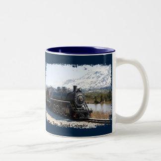 Weißer Durchlauf-Zug in der Schnee-Kaffee-Tasse Zweifarbige Tasse