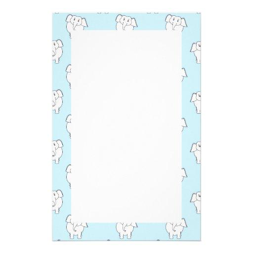 Weißer Elefant-Muster auf hellblauem. Personalisierte Büropapiere