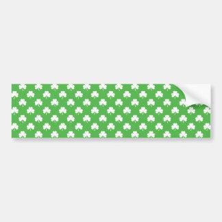 Weißer Herz-Förmiger Klee auf grünem St Patrick Autoaufkleber