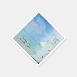 weißer Leuchtturm und Segelboot Papierserviette