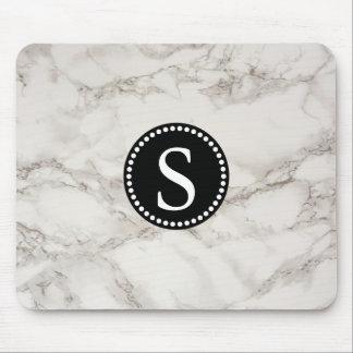 Weißer Marmor mit schwarzem Monogramm Mousepad