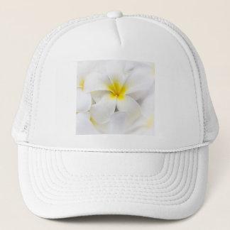 Weißer Plumeria-Blumefrangipani-BlumenBlumen Truckerkappe