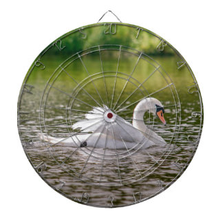 Weißer Schwan auf einem See Dartscheibe