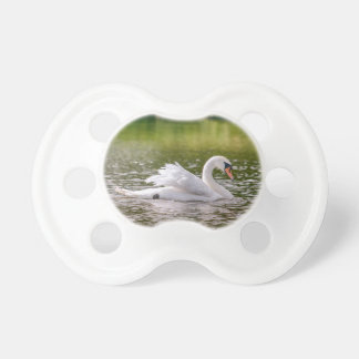 Weißer Schwan auf einem See Schnuller