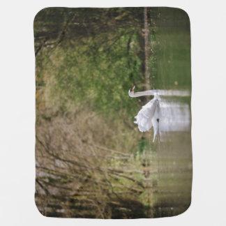 Weißer Schwan Kinderwagendecke