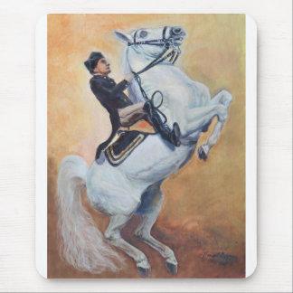 Weißer Stallion mit Dressage-Reiter Mousepad