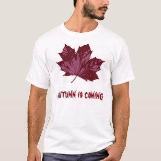 Weißer T - Shirt mit einem roten rostigen