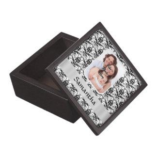 Weißer und schwarzer Damast Kiste