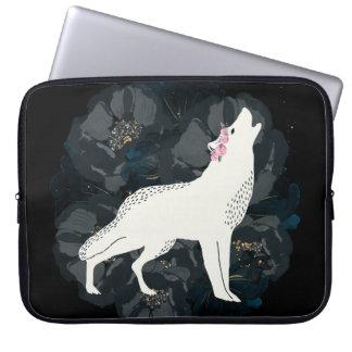 Weißer Wolf und schwarzer Rosen-Kasten Laptopschutzhülle