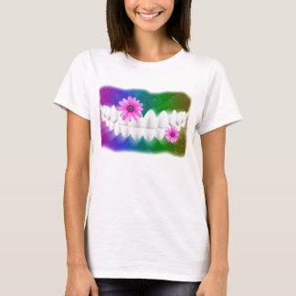 Weißer Zahn-Lächeln-Rosa-Blumen-Zahnarzt-T - Shirt