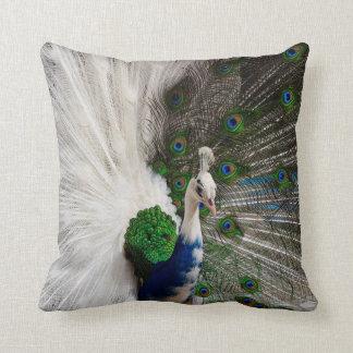 Weißes blaues Pfau-Wurfs-Kissen Zierkissen
