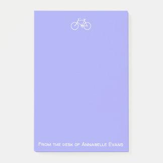Weißes Fahrrad auf Veilchen Post-it Klebezettel
