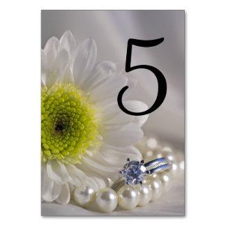 Weißes Gänseblümchen-und Diamant-Ring-Wedding Karte