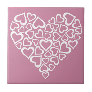 Weißes Herz-Herz Keramikfliese