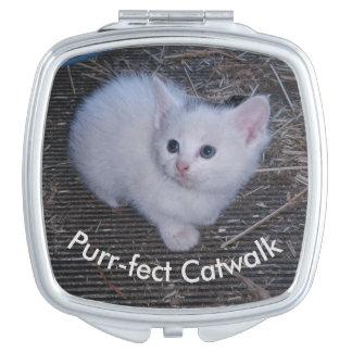 Weißes Kätzchen Taschenspiegel