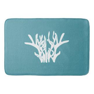 Weißes korallenrotes Cyan-blaues Badematte