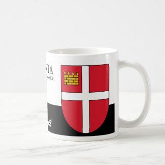 Weißes Kreuz auf rotem Schild von Iksķile Lettland Kaffeetasse