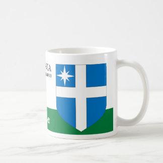 Weißes Kreuz mit einem Stern-Schild von Harku Kaffeetasse
