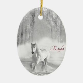 Weißes Pferd, das in einen Snowy-Wald läuft Keramik Ornament