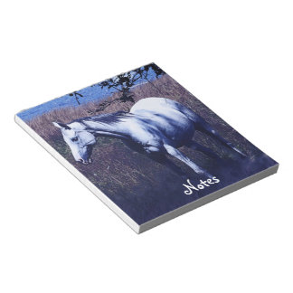 Weißes Pferd im Notizblock Mondschein