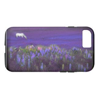 Weißes Pferd in einem violetten iPhone 8/7 Hülle