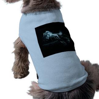 Weißes Pferd und der Angriff der wilden Wölfe Shirt