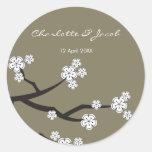Weißes Sakuras Save the Date/danken Ihnen Runder Aufkleber