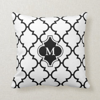Weißes schwarzes Quatrefoil Muster-mit Monogramm Kissen