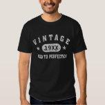 Weißes Text-Vintages gealtert zum T Shirts