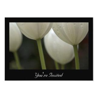 Weißes Tulpe-Frühlings-Hochzeits-Proben-Abendessen 12,7 X 17,8 Cm Einladungskarte