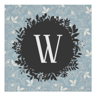Weißes und hellblaues Blumenmuster mit Monogramm Poster