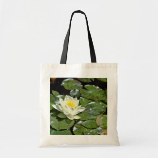 Weißes Wasser-Lilie auf Auflage-Blumen Tragetaschen