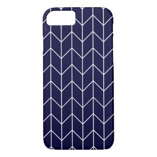 Weißes Zickzack auf Marine-Blaumodernem Chic iPhone 8/7 Hülle