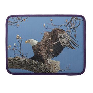 Weißkopfseeadler auf einem Baumast Sleeve Für MacBook Pro