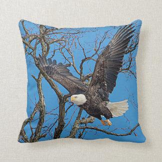 Weißkopfseeadler, der Flug nimmt Kissen