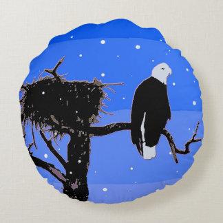 Weißkopfseeadler im Winter Rundes Kissen