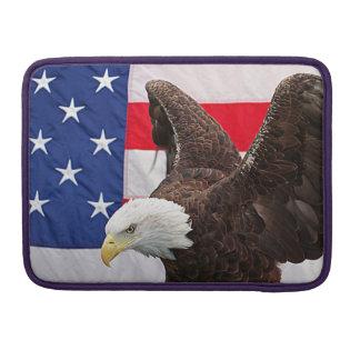 Weißkopfseeadler mit der amerikanischen Flagge MacBook Pro Sleeve