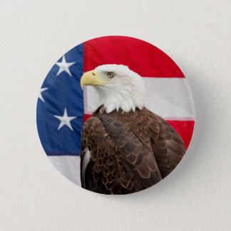 Weißkopfseeadler mit der amerikanischen Flagge Runder Button 5,7 Cm