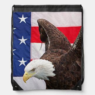 Weißkopfseeadler mit der amerikanischen Flagge Turnbeutel