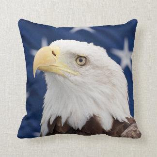 Weißkopfseeadler-Porträt mit Sternen Kissen