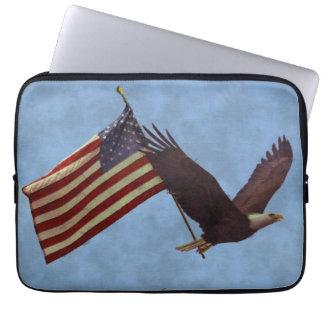 Weißkopfseeadler u. US-Flaggen-patriotische Laptop Sleeve