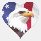 Weißkopfseeadler und amerikanische Flagge Herz-Aufkleber