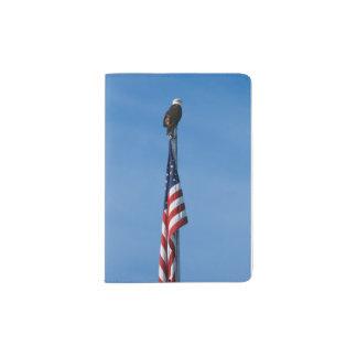 Weißkopfseeadler und amerikanische Flagge - Passhülle