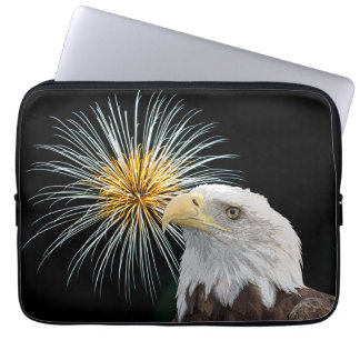 Weißkopfseeadler und Feuerwerke Laptop Sleeve