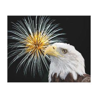 Weißkopfseeadler und Feuerwerke Leinwanddruck