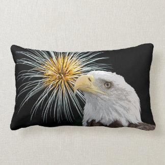 Weißkopfseeadler und Feuerwerke Lendenkissen
