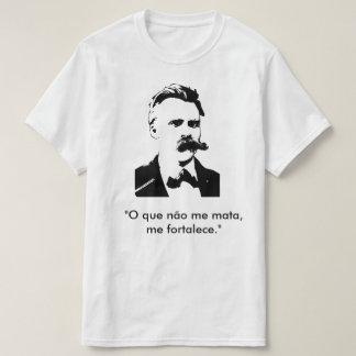 Welch es mich stärkt mich nicht tötet. (Nietzsche) T-Shirt