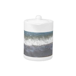 Welle des Meeres auf dem Sandstrand