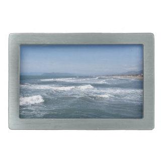 Wellen des Meeres auf dem Sand setzen auf den Rechteckige Gürtelschnalle