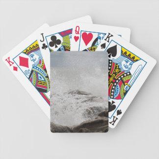 Wellen, die auf Felsen brechen Bicycle Spielkarten